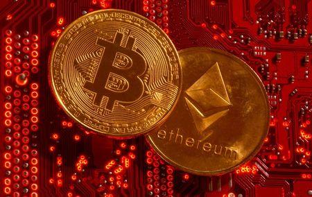 Representações das criptomoedas Bitcoin e Ethereum em ilustração