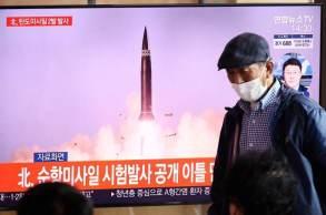 Pyongyang lançou armamentos que caíram em águas da costa leste da Península Coreana; horas depois, Seul disparou novo míssil balístico de submarino submerso