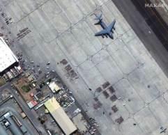 EUA acreditam que o ISIS-K, um inimigo declarado do Talibã, quer criar confusão no aeroporto