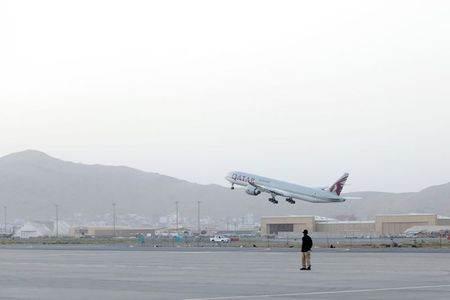 Primeiro voo internacional desde a conclusão da retirada das tropas norte-americanas do Afeganistão decola do aeroporto de Cabul