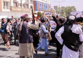 Os manifestantes, que também são moradores da área, contam que não foram informados dos motivos para a ordem de expulsão