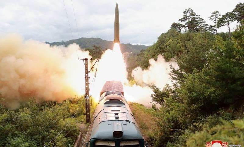 Coreia do Norte faz lançamento de míssil de sistema ferroviário