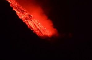 Juergen Doelz e Jacqueline Rehm estavam vendendo seu veleiro na ilha de La Palma quando o vulcão Cumbre Vieja entrou em erupção
